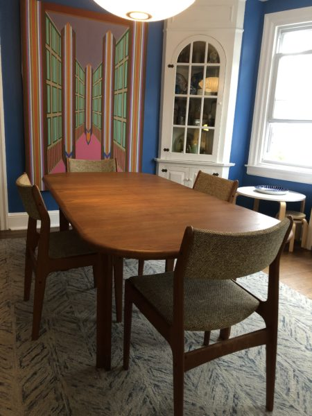 D-Scan Butterfly Leaf Dining Table and Set of Chairs